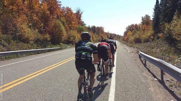 Circuit vélo itinérant sur les routes de l'IronMan Mont Tremblant au Canada