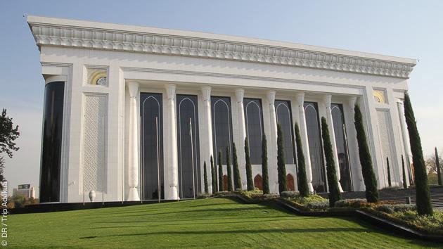 Au départ de Tashkent, jusqu'à Samarkand, vous découvrez la route de la Soie en Ouzbekistan, à vélo