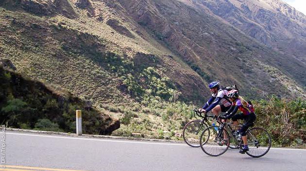 Pendant ce circuit vélo de route au Pérou, vous monterez l'un des cols asphaltés les plus élevés au monde !