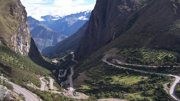 Des paysages sublimes vous attendent le long des routes péruviennes que vous arpentez à vélo