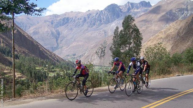 Circuit en vélo de route sur dans les Andes, au Pérou