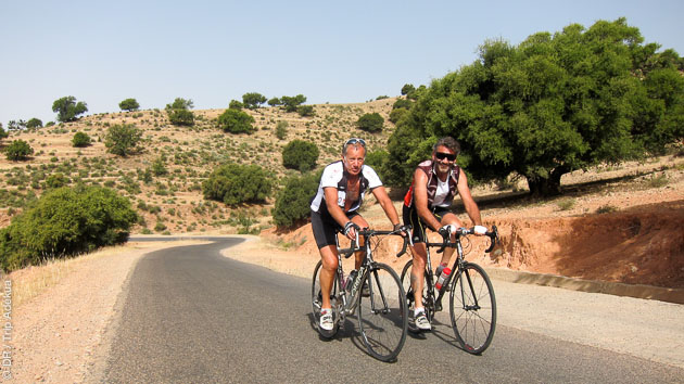Parcours cycliste extraordinaire entre Marrakech et Paris