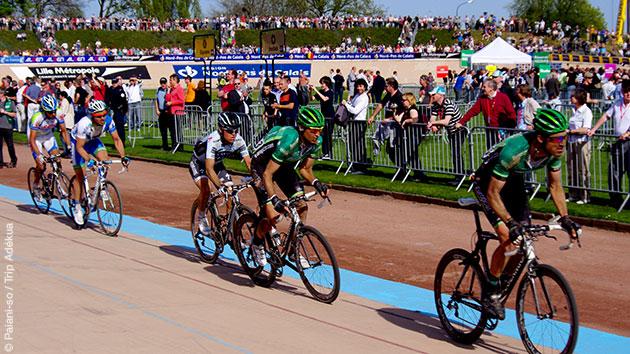 Vous suivez les traces des coureurs cyclistes du Paris Roubaix