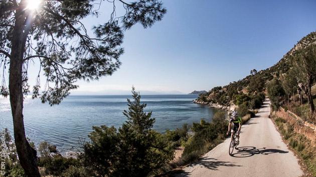 Circuit cycliste sur les routes de Grèce, avec hébergement en hôtel 5 étoiles et location de vélo