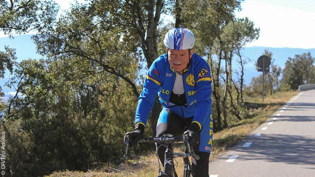 Stage sportif et touristique en vélo sur les routes catalanes, à Lloret del Mar