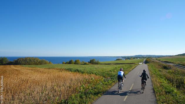 Un circuit vélo en toute sécurité, sur des pistes cyclables pour découvrir la région autour du Lac Saint Jean