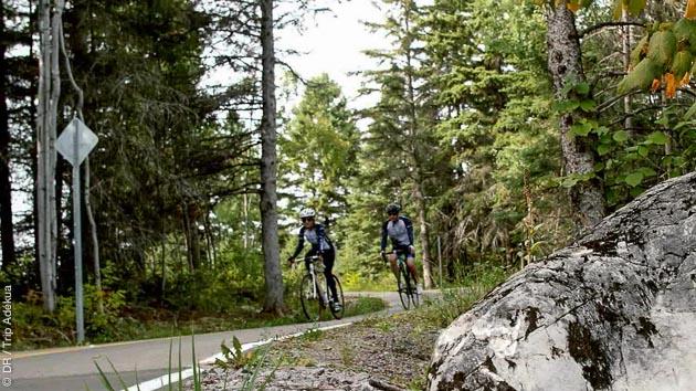 Circuit en liberté sur la véloroute des Bleuets au Québec