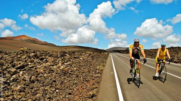 Des beaux paysages à Lanzarote, à parcourir en vélo de route loué sur place et avec assistance