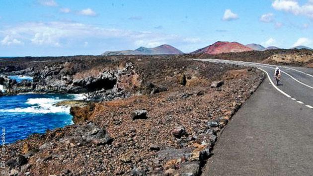 Un programme d'itinéraires à parcourir en vélo de route à Lanzarote, avec hébergement et assistance