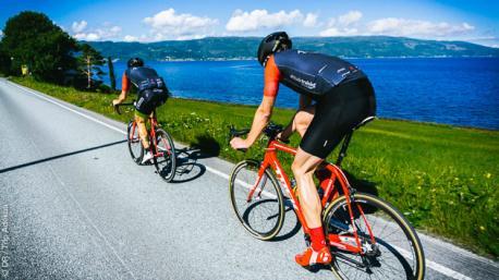 Stage cycliste au coeur des paysages extraordinaires de Norvège