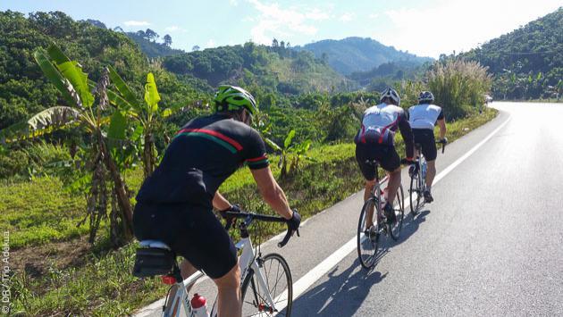 Roulez sur les routes autour de Pattaya en Thailande, lors de ce stage vélo